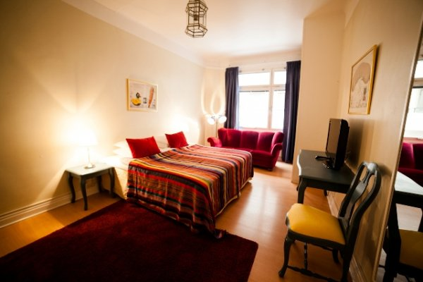 Booking Mon Rooms Barcelona