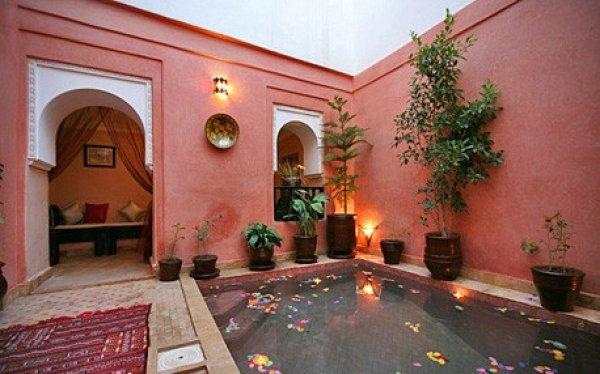 Riad difani et spa marrakech morocco hostelscentral for Salon paris marrakech