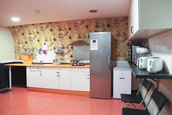 Hostel meeting point madrid madrid spagna for Amsterdam ostello economico
