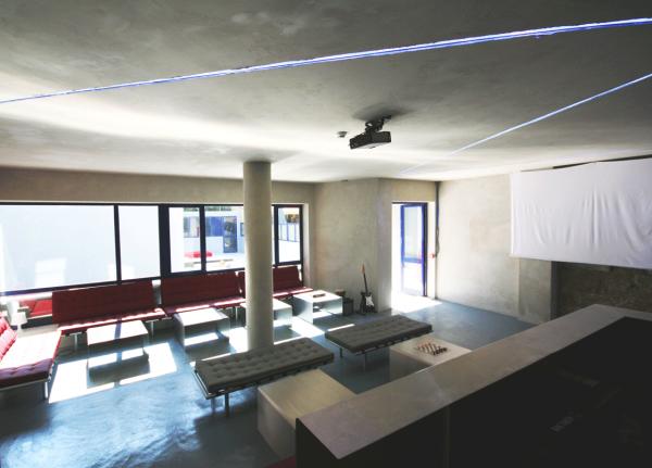 Pilot design hostel and bar porto portogallo for Design hostel milano