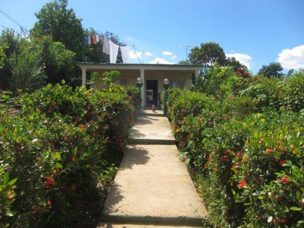 Casa juana el jardin vi ales cuba es for Casa mansion los jardines havana
