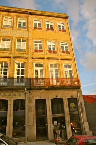 Low cost tourist apartment pal cio da bolsa porto for Low cost apartments amsterdam