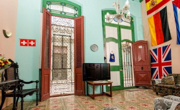 casa de tasse havana cuba en. Black Bedroom Furniture Sets. Home Design Ideas