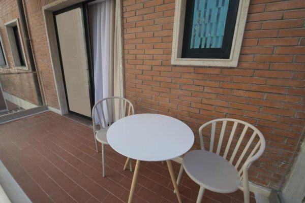hotel de charme tirana albania en. Black Bedroom Furniture Sets. Home Design Ideas