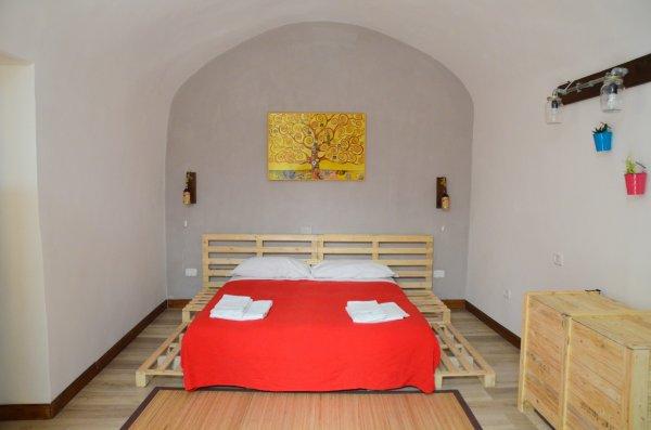 Sunrise Apartments - Naples, Italy - HostelsCentral.com | EN