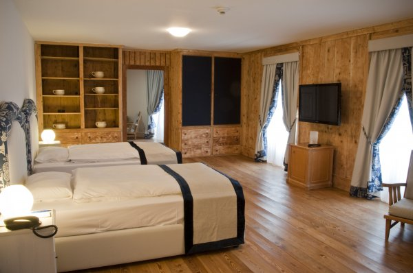 Hotel bernina samedan samedan svizzera hostelscentral for Hotel bernina milano