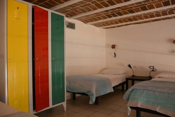 Fabric hostel and club napoli italia hostelscentral for Amsterdam ostello economico