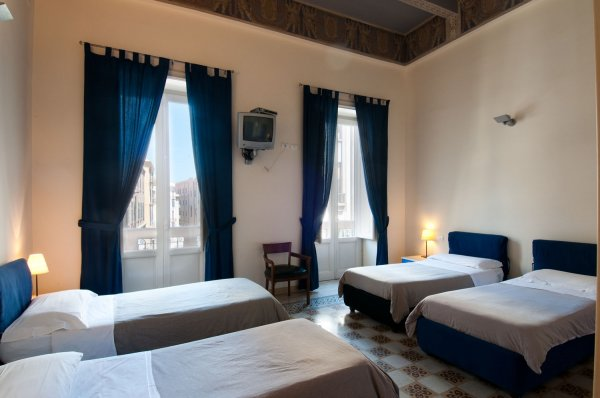 Palazzo Savona - Palermo, Italia - HostelsCentral.com : ES