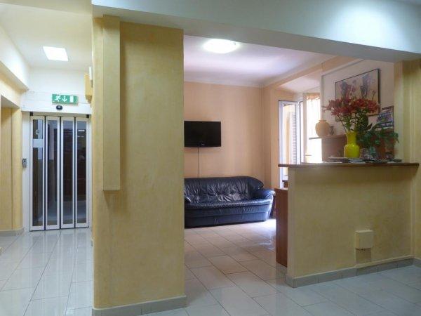 Hotel aurora milano mailand italien hostelscentral for Hotel aurora milano